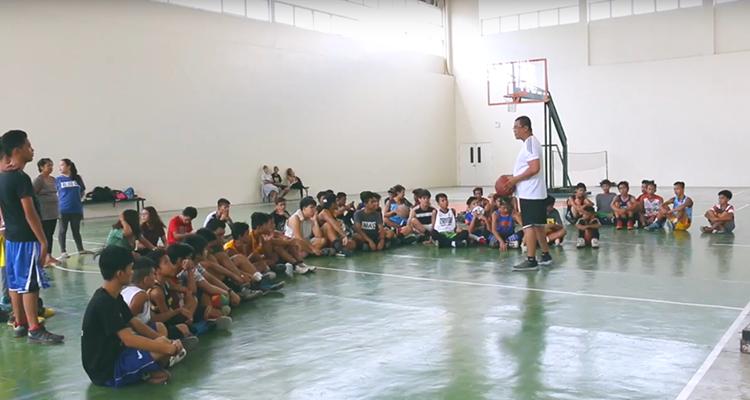Igreja das Filipinas discípula crianças através de esportes